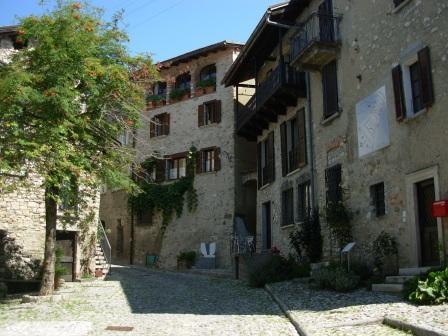 In einem Dorf in der Umgebung Lugano
