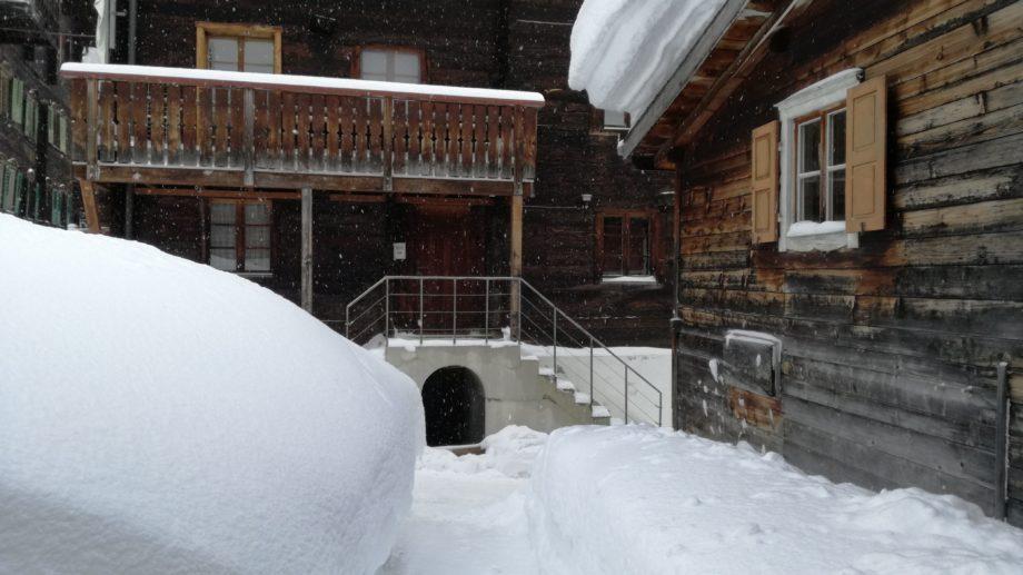 Verschneite Gassen in Oberwald