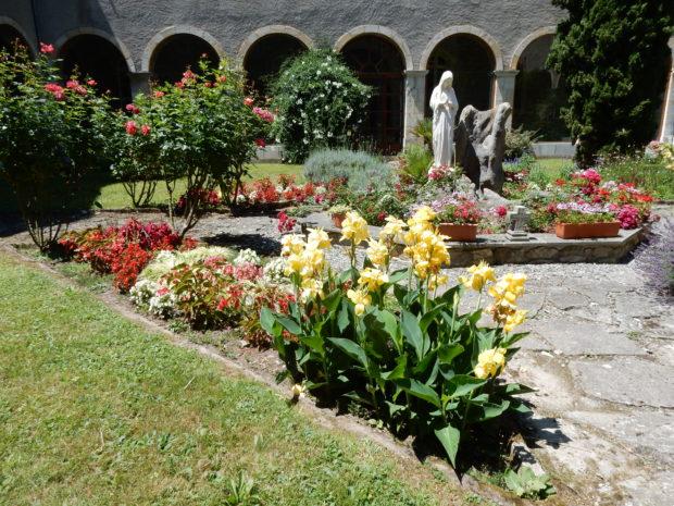 Innenhof Kloster Nay