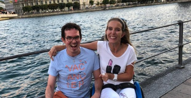 Nadine und Mac am Reussufer